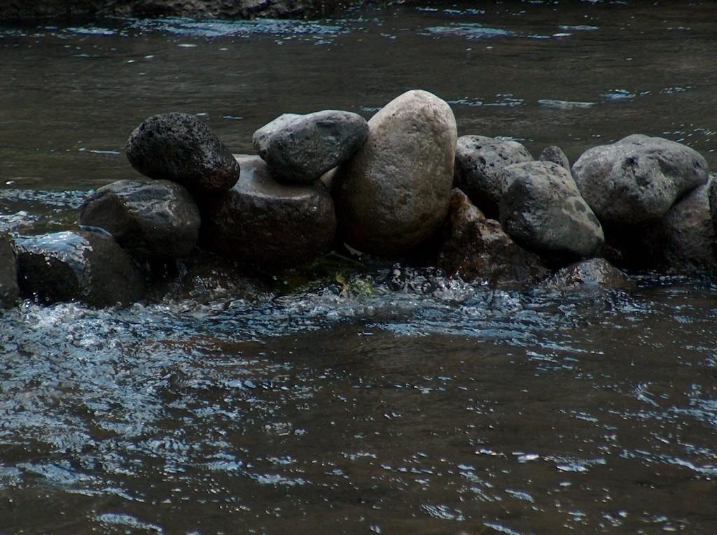 galets dans la riviere