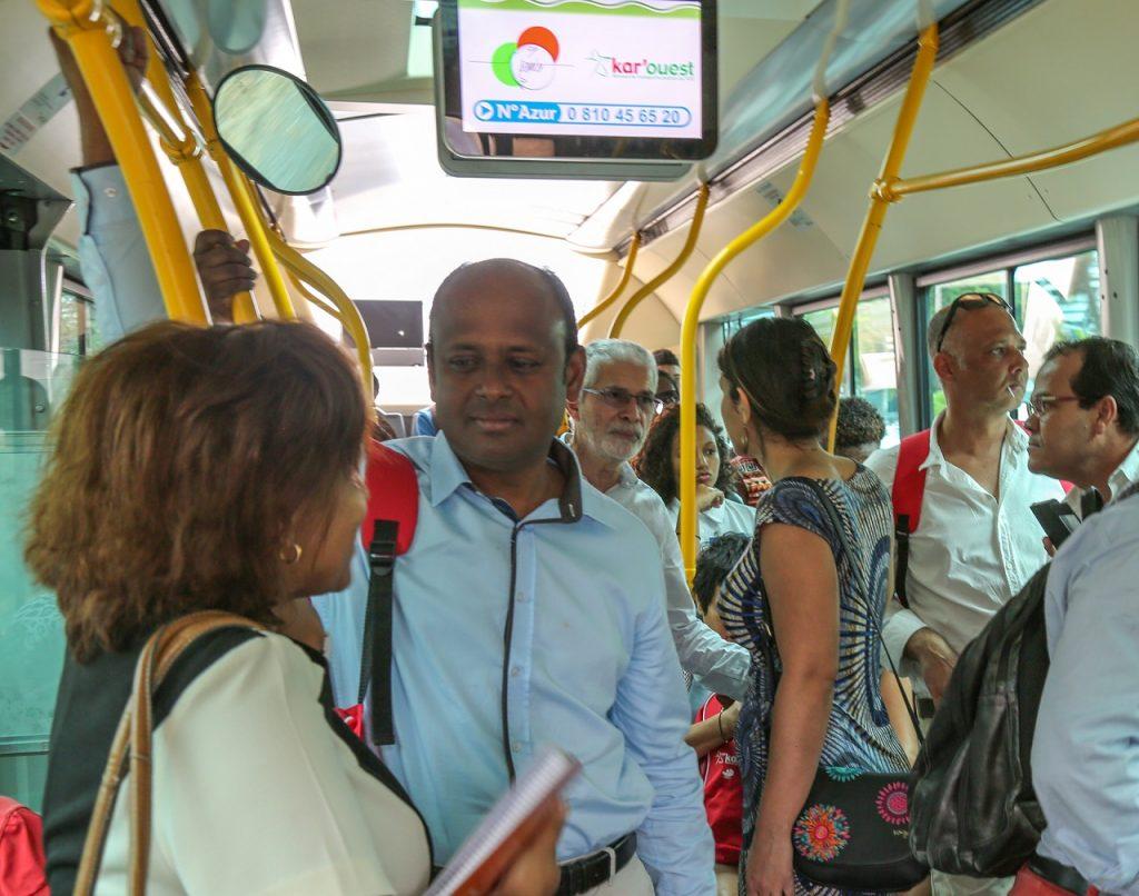 les-elus-prennent-le-bus-et-ecoutent-les-usagers-8