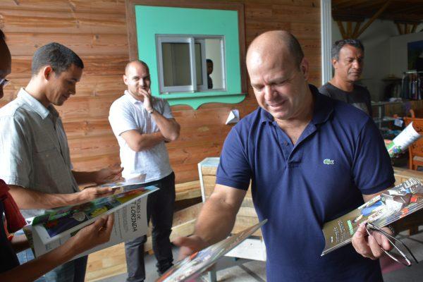 Les membres de la délégation du TCO sont repartis avec une bande-dessinée destinée aux scolaires dans le cadre de la sensibilisation à la maison écologique et aux éco-gestes quotidiens.